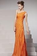 Robe orange à seule épaule plissée en mousseline
