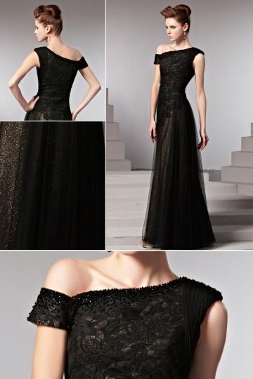 Une robe noir est un choix idéal pour toutes les occasions