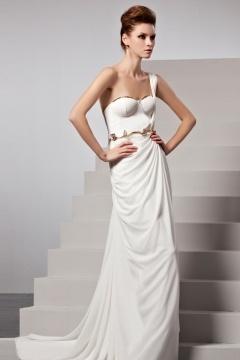 Robe de soirée blanche seule épaule ceinture métal drapée