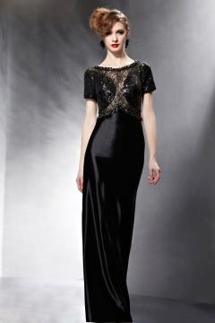 Brillante robe de soirée pailletée avec bijoux au haut semi transparente