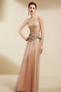 Magnifique robe basque parsemée de strass sans manche