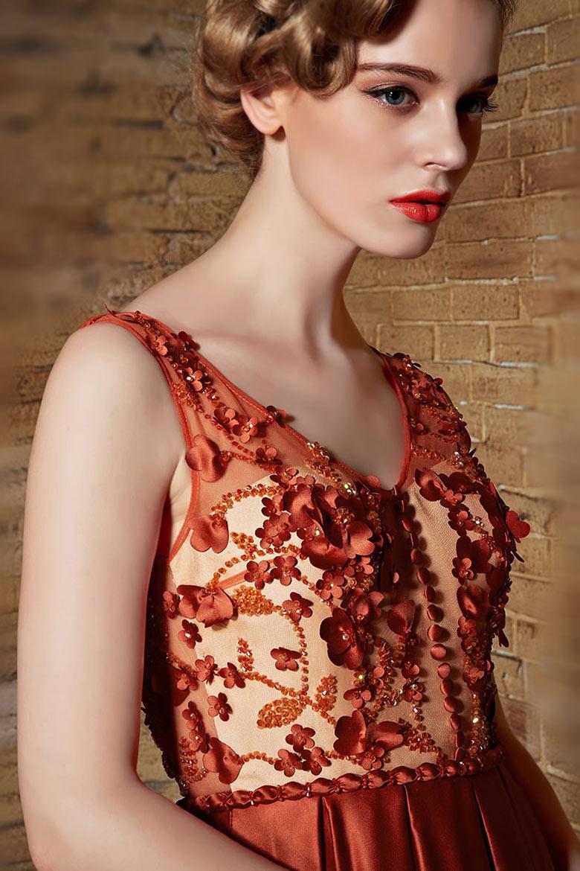 Robe satin vintage appliqués & bijoux