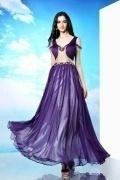 Robe élégante violette rehaussée de strass et de tissu doré brillant devant