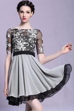 Robe rebrodée de fleurs à manche transparente