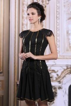 Petite robe noire en dentelle vintage
