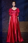 Robe longue rouge empire col v à manche evasée