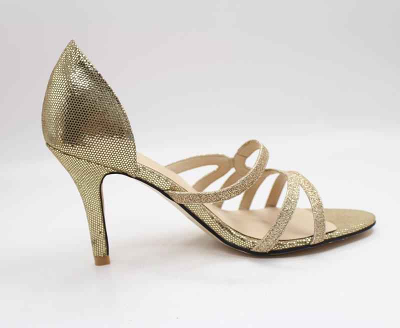 Modische Schuhe in Gold