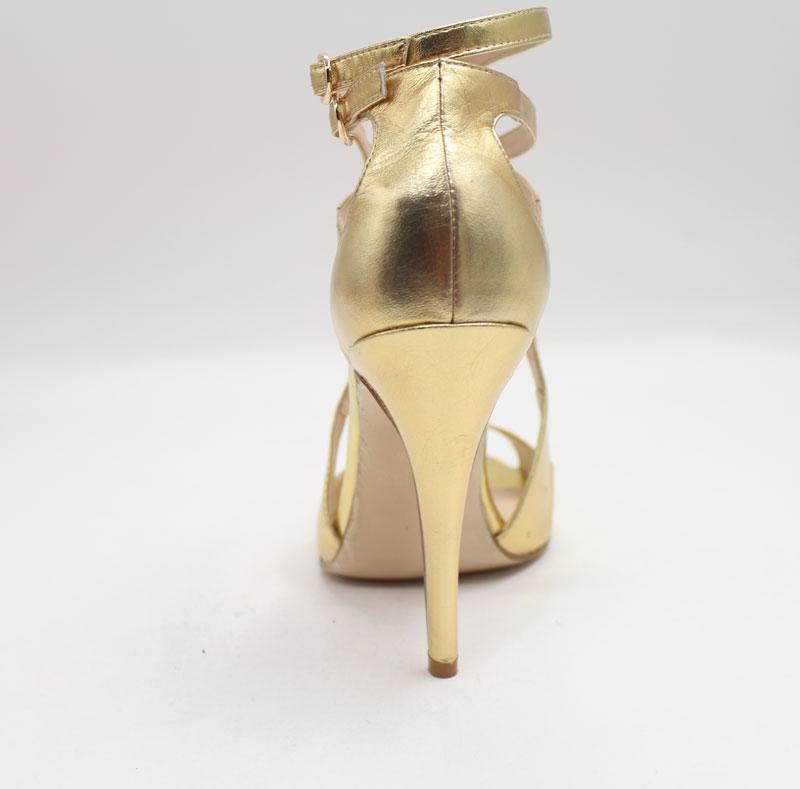 Schöne Schuhe in Gold