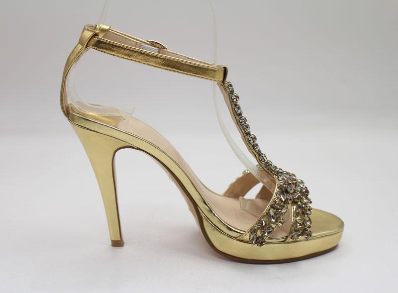 Schönes Sandalen in Gold
