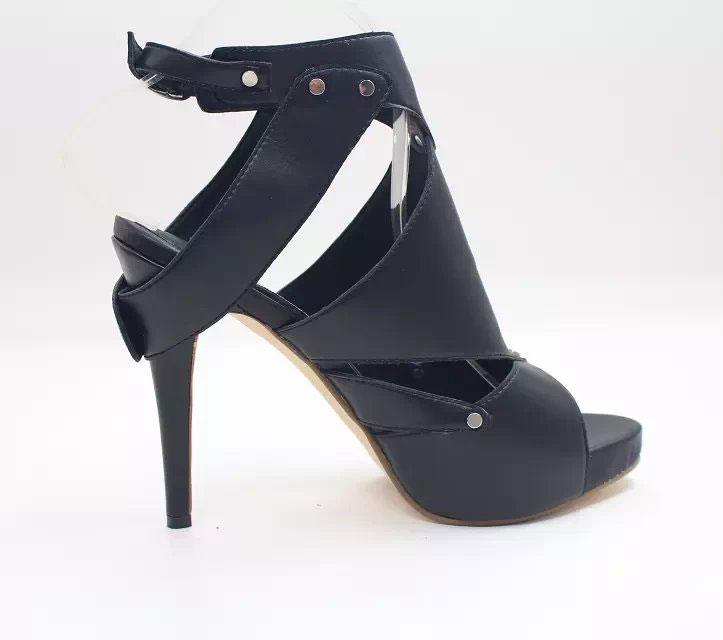 Elegantes schwarzes Schuhe