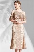 Robe de gala dentelle ajurée champagne vintage épaule dénudée & volantée