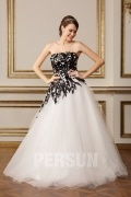 Robe de mariée noire et blanche bustier droit style princesse