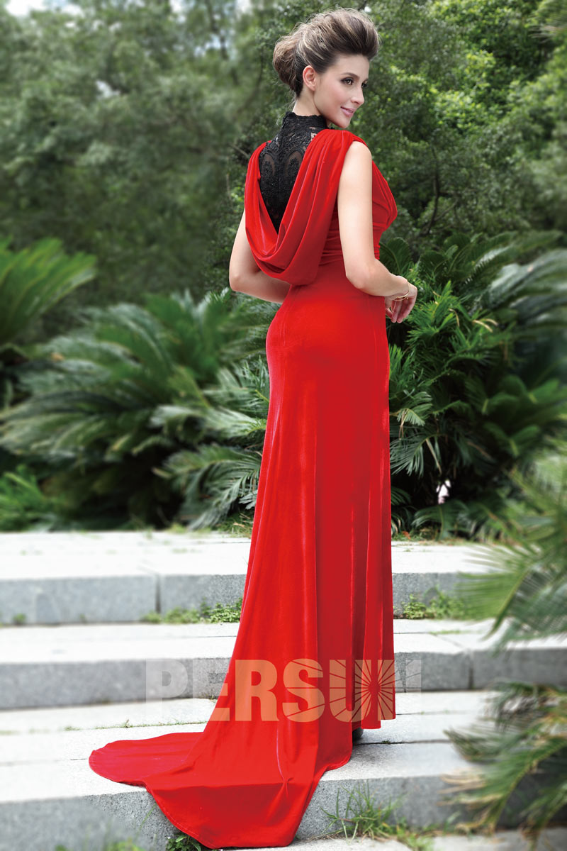 robe de concert longue en velours rouge l gante. Black Bedroom Furniture Sets. Home Design Ideas