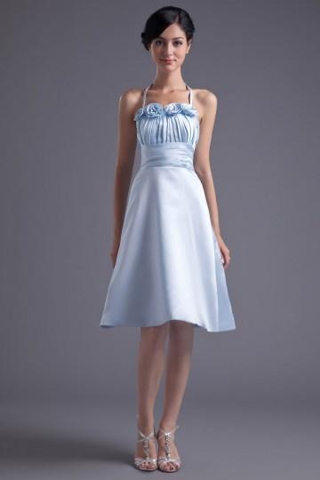 Vestido de madrinha branco Império com alça fina decorado das flores feita à mão