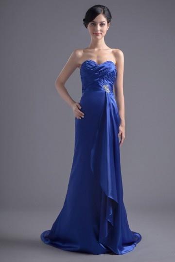 Vestido azul de noite longo decote em coração bustiê decorado de jóias