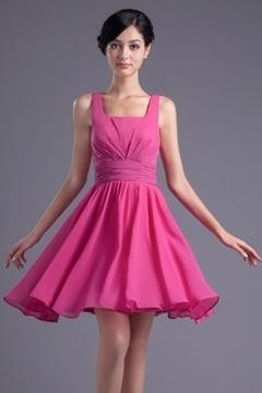 Rouge robe demoiselle d'honneur courte en mousseline décolleté carré ornée de plissés