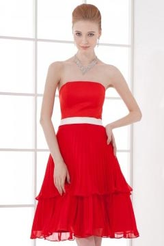 Petite robe rouge bustier avec en noeud papillon blanc