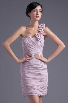 Robe demoiselle d'honneur moulante et plissé ornée de fleurs épaule asymétrique