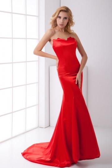 Robe soirée rouge trompette sans bretelle à traîne chapel