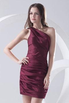 Robe de cocktail fourreau courte asymétrique froncée glamour