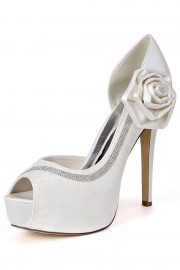 Beautiful Lace Bow Rhinestones Bridal Pumps