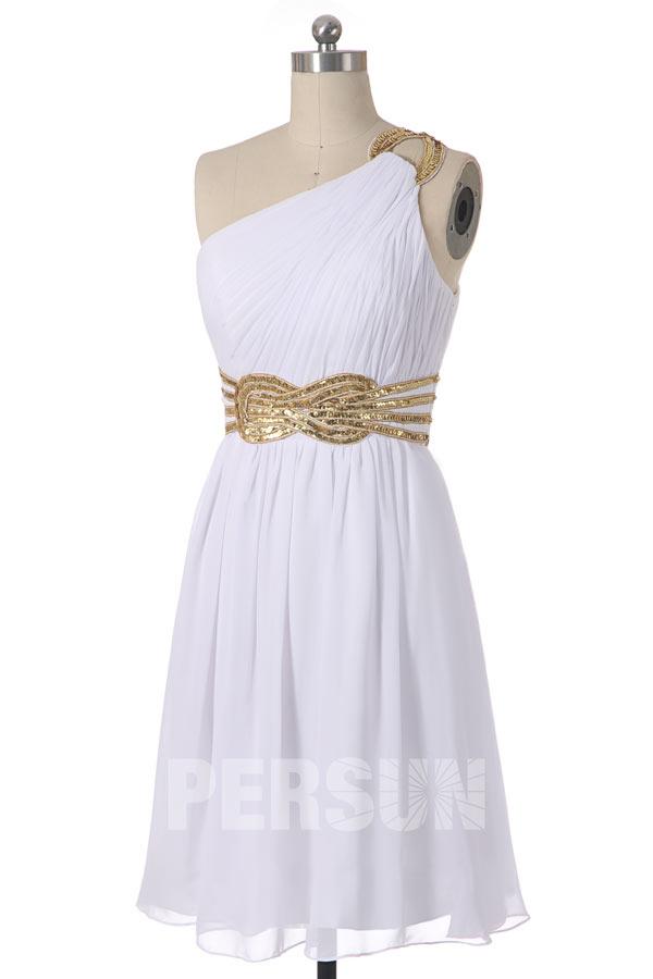 robe de cocktail blanche courte asymétrique plissé embelli de sequins