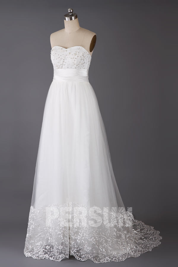 robe de mariée empire simple bustier coeur embelli de strass et jupe en dentelle