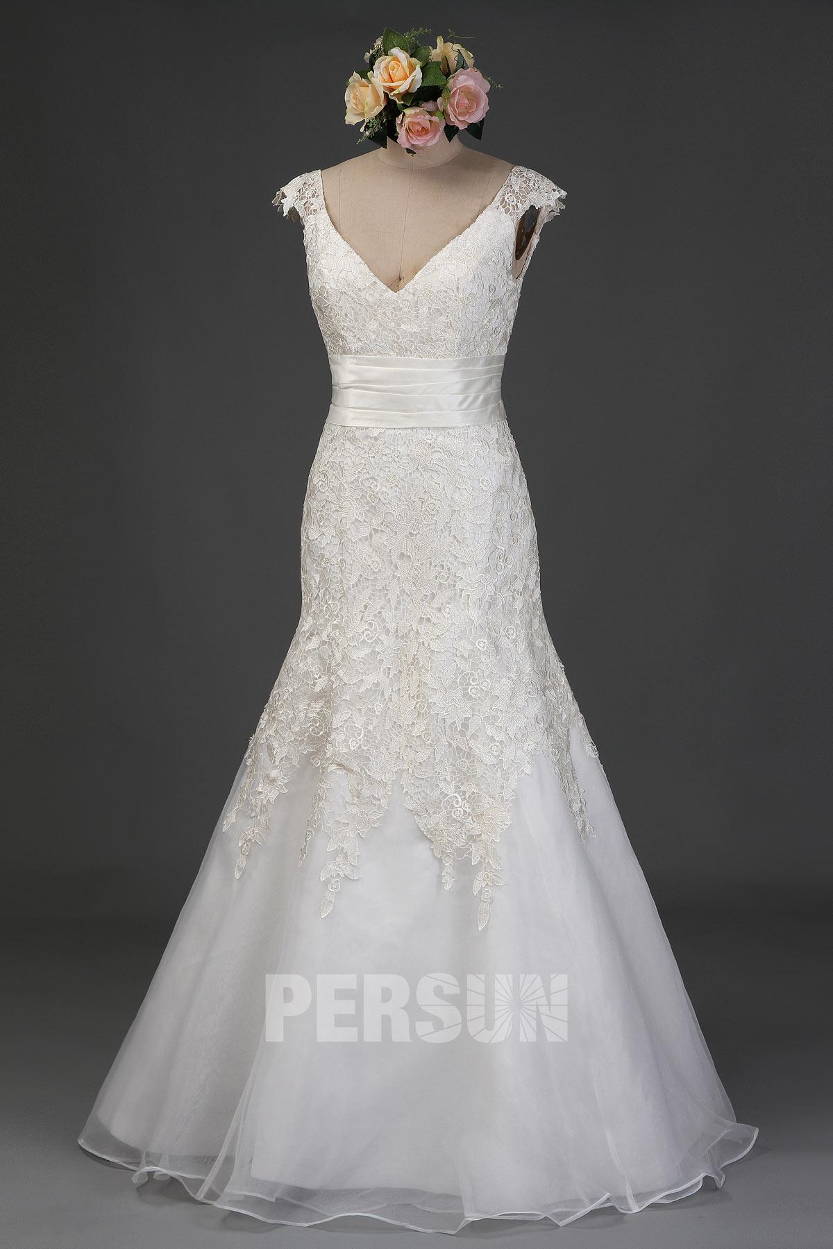 robe de mariée trompette brodée de dentelle décolleté V avec mancherons