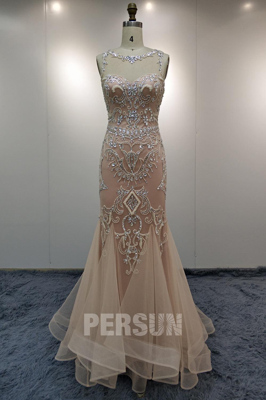 robe de soirée sirène rose nude col illusion brodé de bijoux jupe à volants