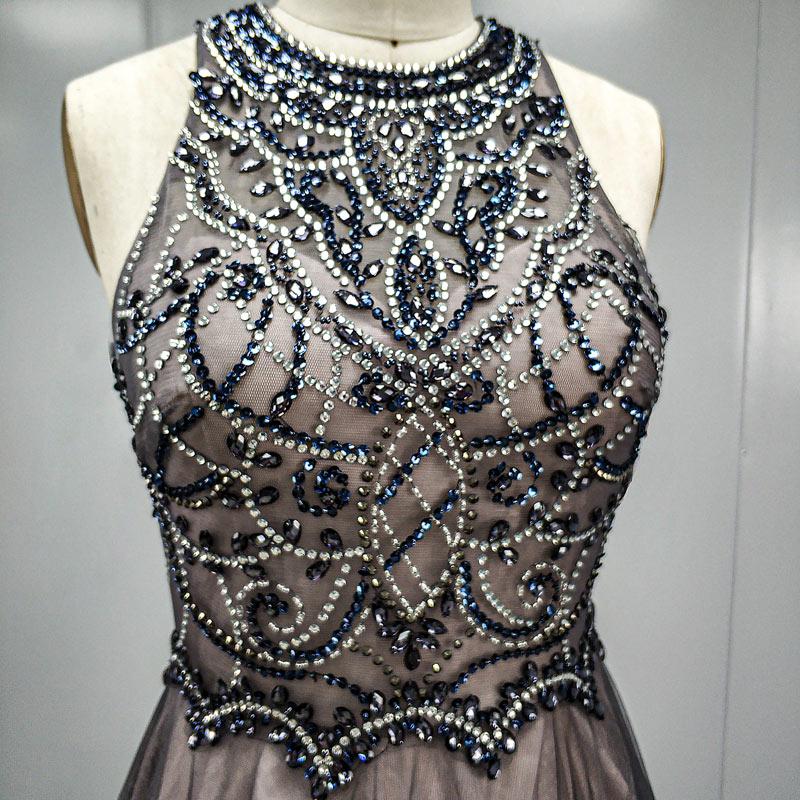robe soirée grise bustier brodé de bijoux