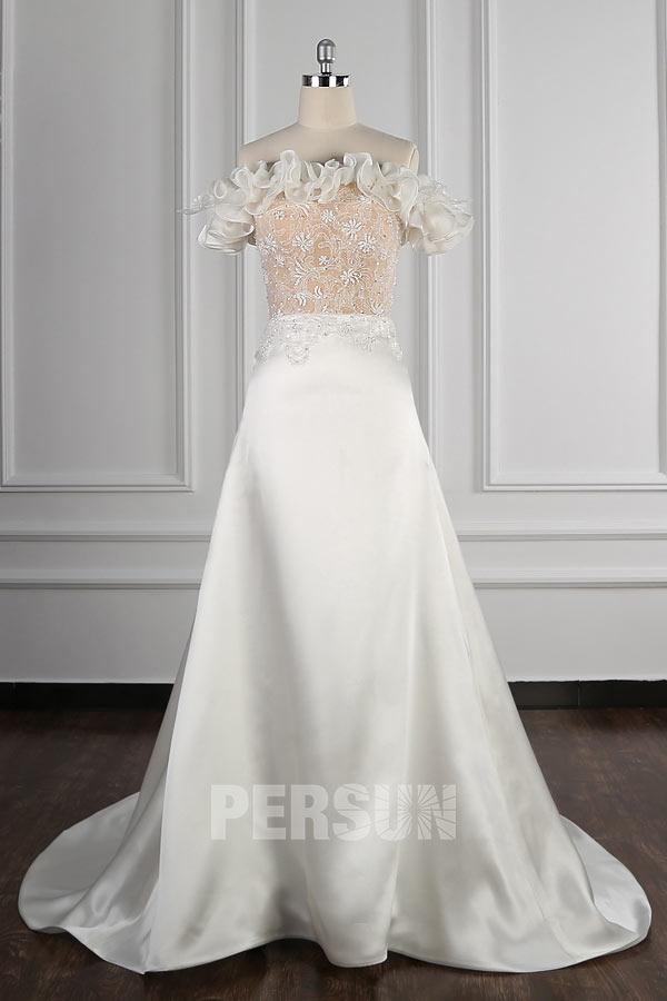 robe de mariée encolure bardot froufrou en satin Ligne A avec traîne