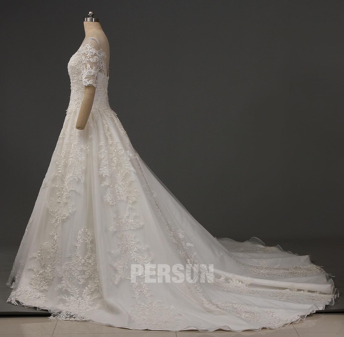 robe de mariée dentelle vintage avec grande traîne 2020