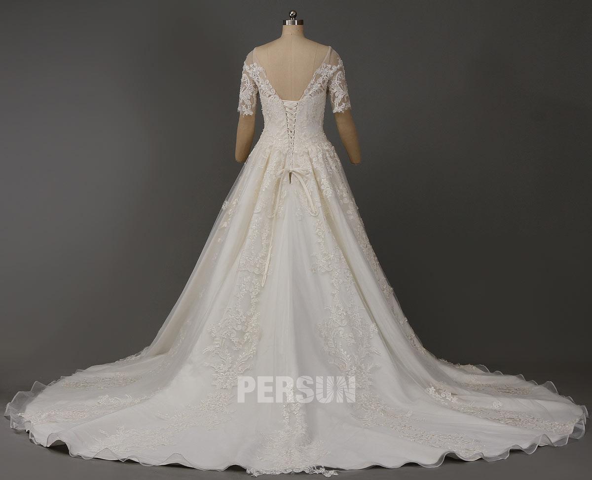 robe de mariée dentelle avec traîne royale laçage dans le dos
