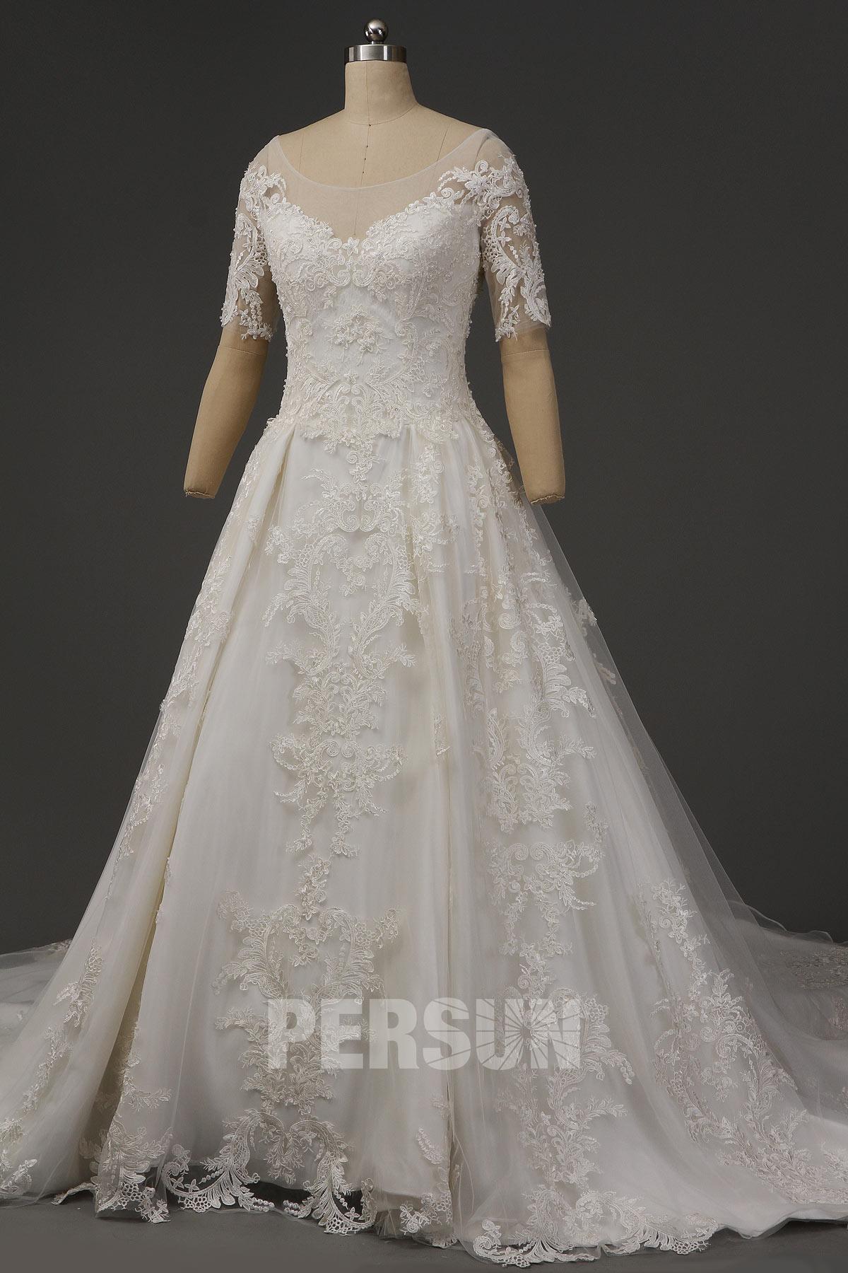 robe de mariée princesse royale appliquée de dentelle florale avec manche courte