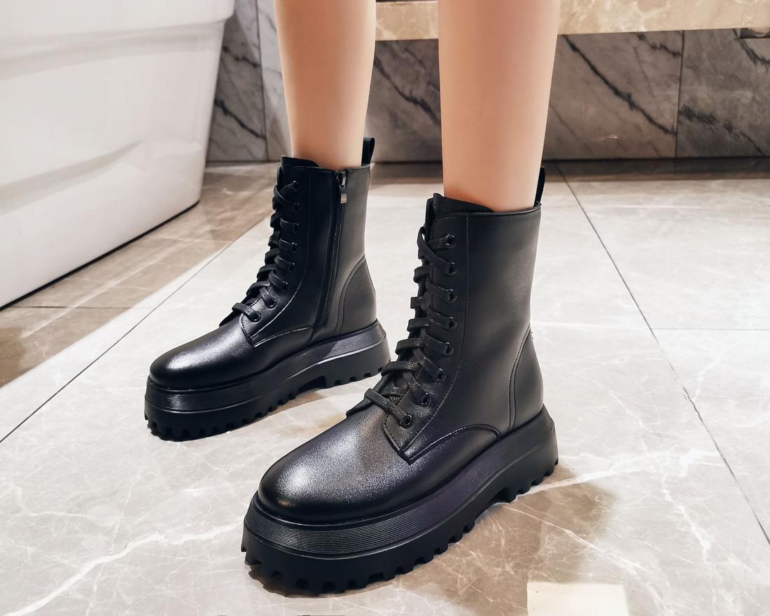 bottes motardes femme noires plateforme à lacets hiver