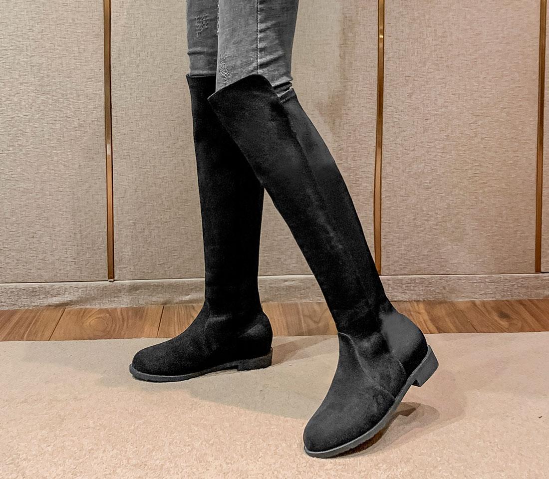 bottes noirs chics à talon plate