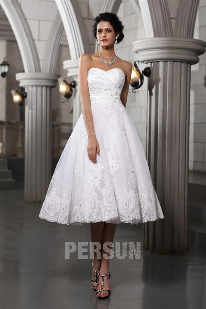 Robe de mariée mi longue au mollet bustier coeur