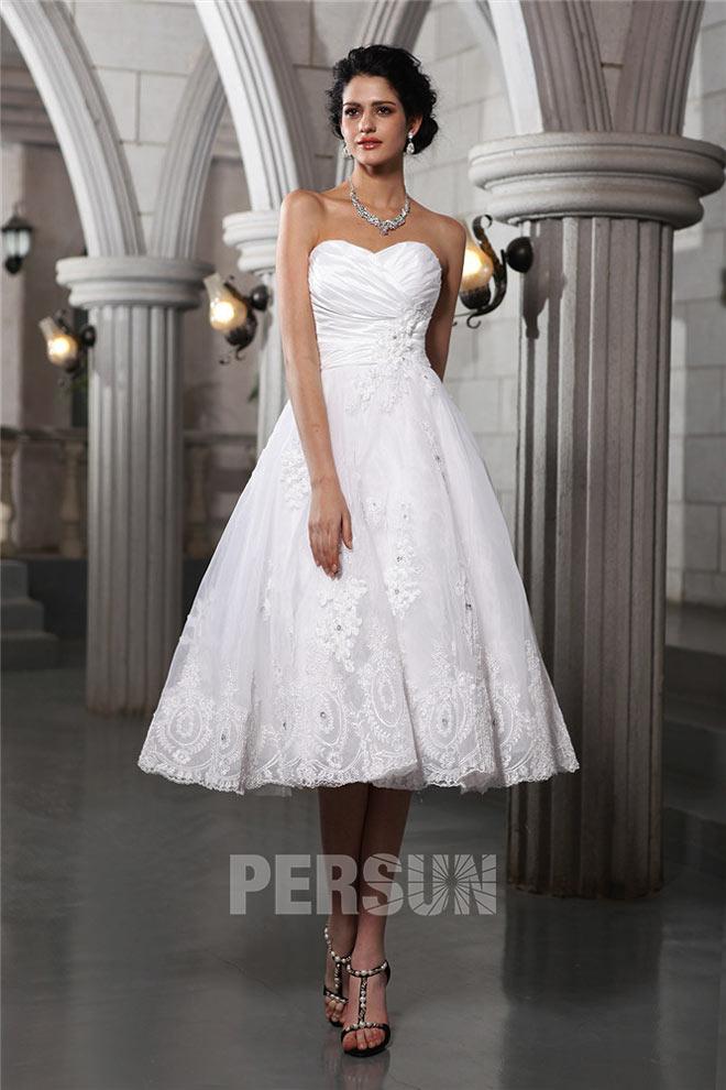 robe de mariée mi-longue bustier coeur plissé en dentelle appliquée