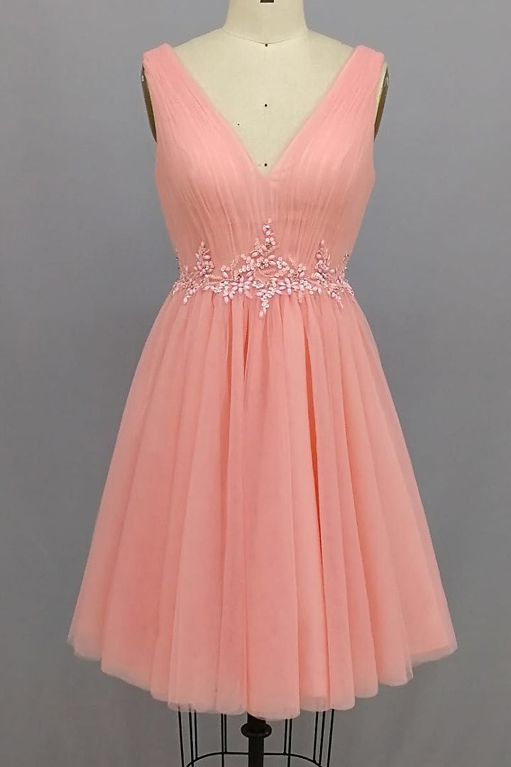 robe de cocktail courte rose saumon encolure en v embelli de bijoux