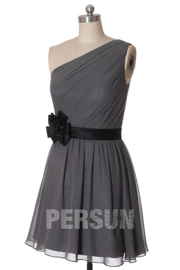 Petite robe asymétrique pour mariage en été