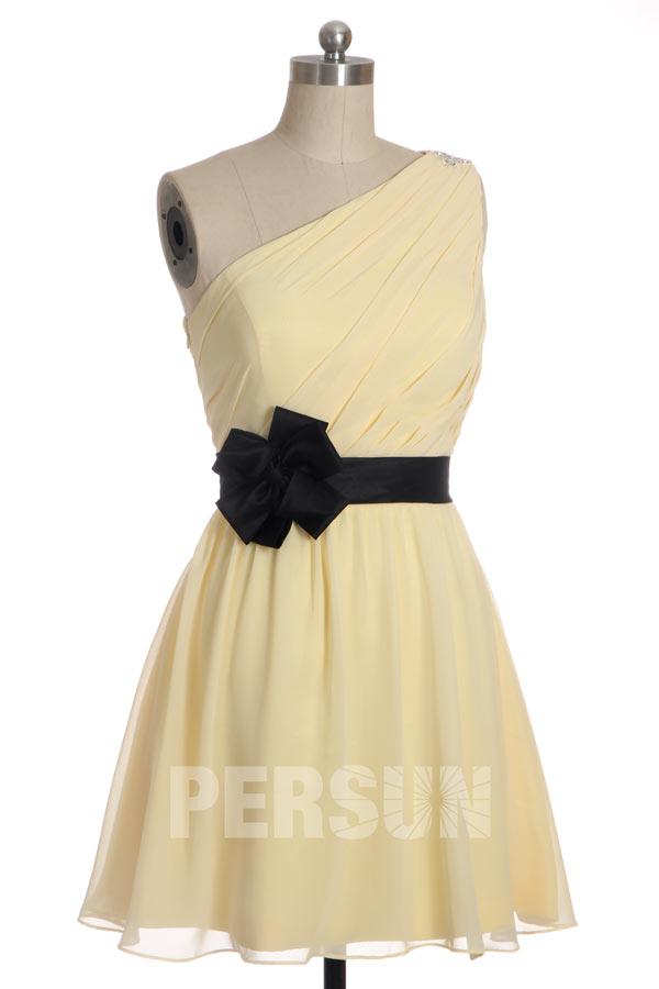 robe de cocktail courte jaune asymétrique simple avec ceinture noire fleur fait-main