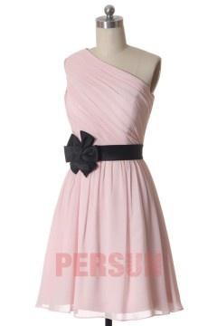 Petite robe rose pâle asymétrique pour cocktail mariage