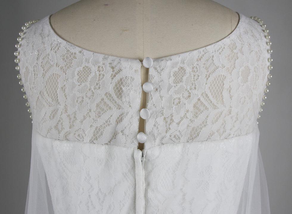 robe ornée de dentelles exquis au haut
