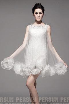 Robe de mariée courte romantique en dentelle avec détails fleurs