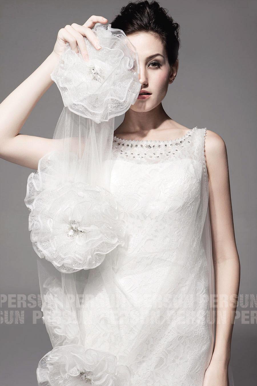mini robe soirée ivoire orné de fleurs