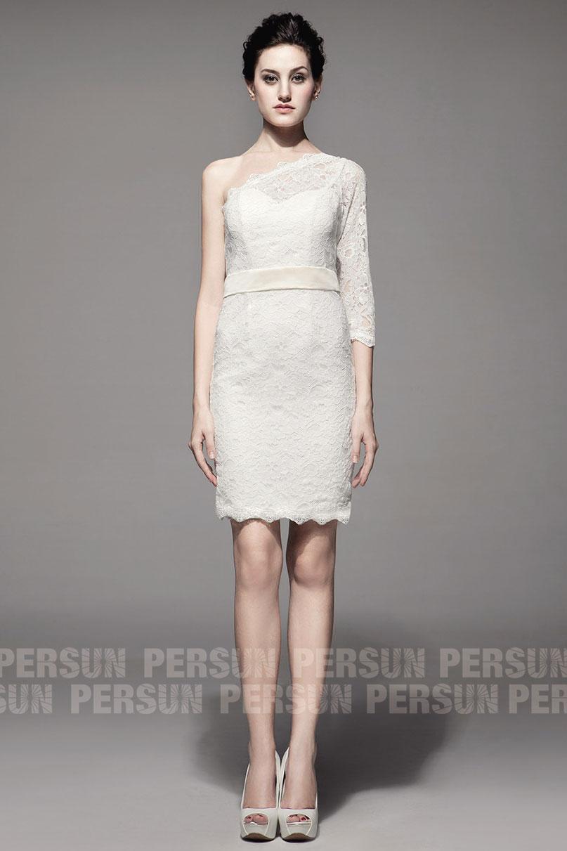 robe mariée courte dentelle col asymétrique avec manche