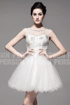 Robe de mariage en tulle semi transparent avec ornement de bijoux