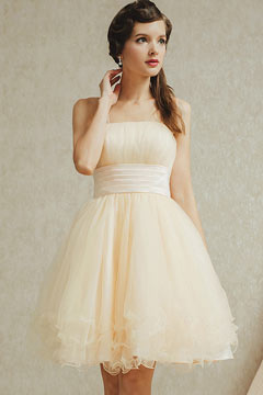 Robe de bal coupe simple en tulle avec bretelle fine