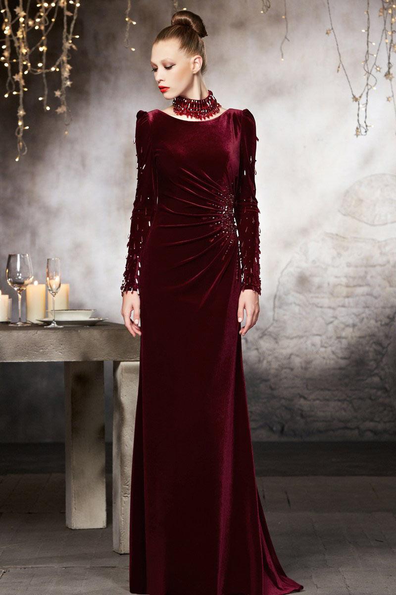 robe de soirée longue bordeaux à manches longues embelli de cristaux avec en velours