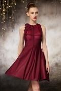 Petite robe rouge scintillante en taffetas